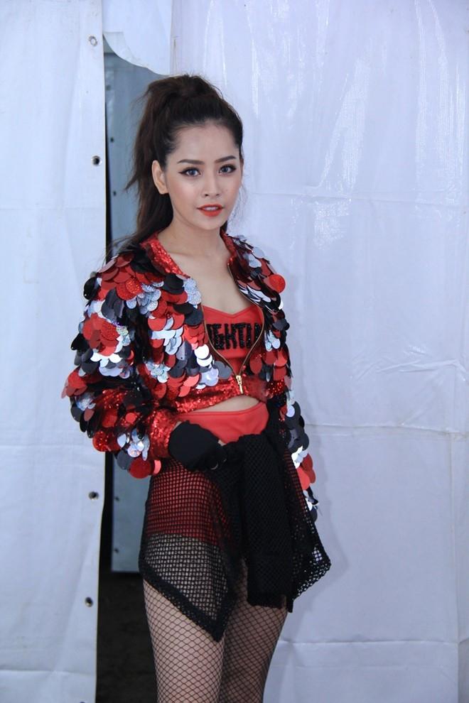 Miu Le, Chi Pu thay phien dot nong san khau Viral Fest Asia hinh anh 5