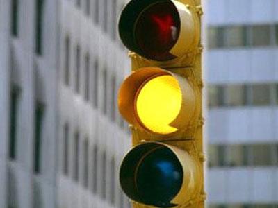 Tranh cãi về quy định phạt lỗi vượt đèn vàng như đèn đỏ