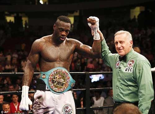 Boxing: Gãy tay vỡ bắp vẫn đánh đối thủ xin hàng - 1