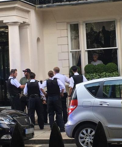 Mourinho hoảng sợ với tên trộm táo bạo