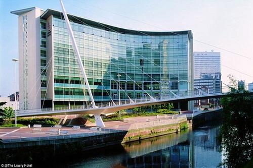 Ở Manchester, thầy trò Mourinho được ở khách sạn hạng sang The Lowry