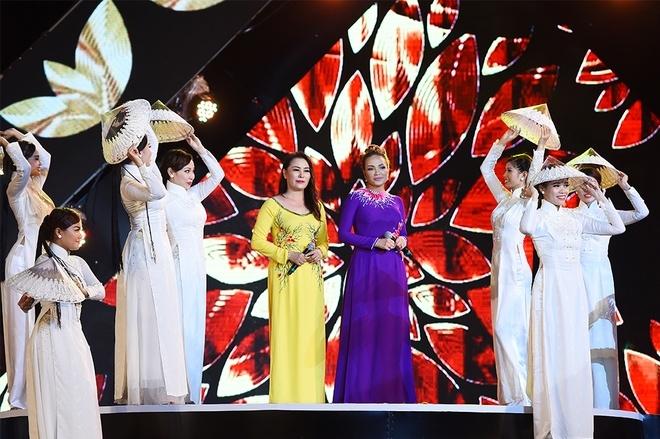 Những màn trình diễn màu sắc trong đêm chung khảo Hoa hậu