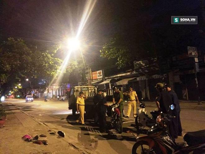 Thanh niên chạy xe ngược chiều gây tai nạn khiến 2 người nhập viện - Ảnh 2.