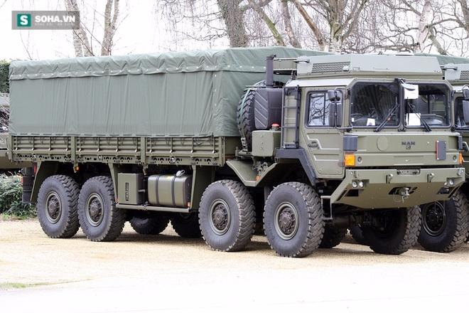 Tính năng ưu việt của xe đầu kéo hạng nặng vừa cập cảng Việt Nam - Ảnh 1.