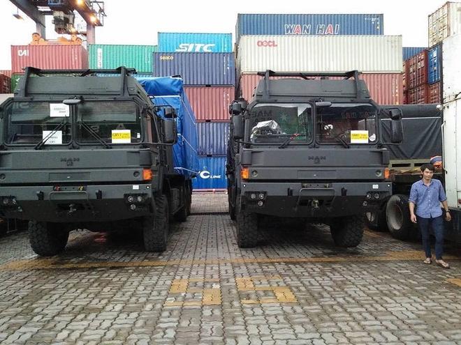 Tính năng ưu việt của xe đầu kéo hạng nặng vừa cập cảng Việt Nam - Ảnh 5.