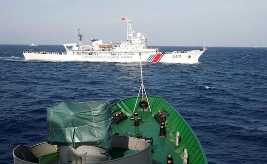Tàu hải cảnh Trung Quốc ở biển Đông. Ảnh: REUTERS