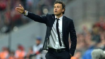 HLV Enrique sắp được Barcelona gia hạn.