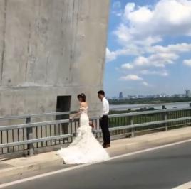 Cặp đôi chụp ảnh cưới giữa cầu Nhật Tân gây tranh cãi - Ảnh 5