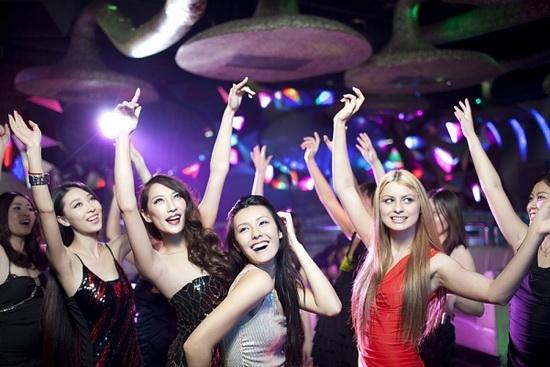Hot girl, đi bar, quan niệm, gái hư, gái ngoan, trang cá nhân