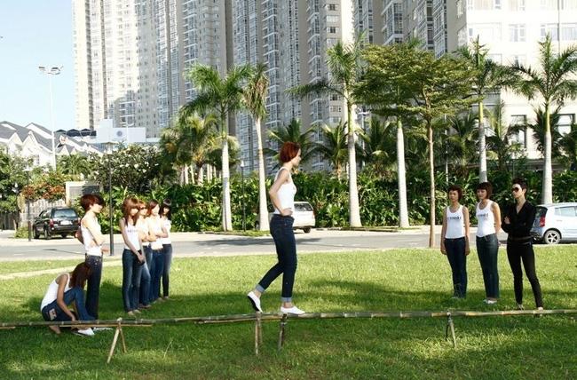 Tuyển tập những sàn catwalk kinh khủng nhất của Vietnams Next Top Model - Ảnh 3.