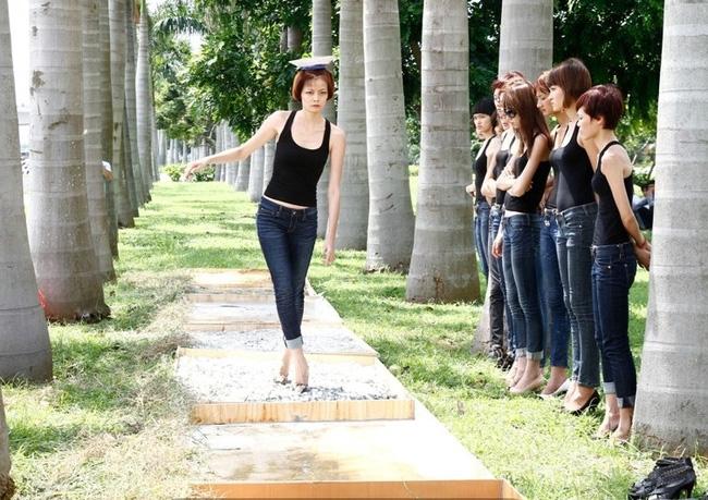 Tuyển tập những sàn catwalk kinh khủng nhất của Vietnams Next Top Model - Ảnh 4.