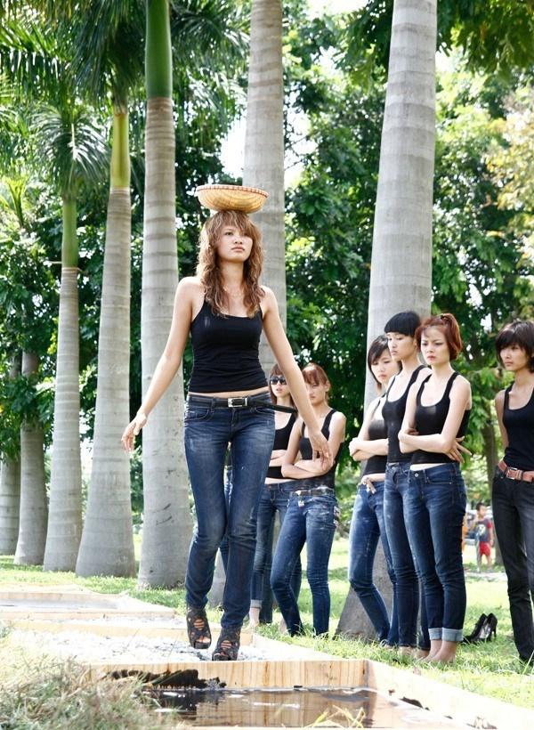 Tuyển tập những sàn catwalk kinh khủng nhất của Vietnams Next Top Model - Ảnh 5.