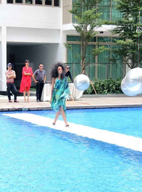 Tuyển tập những sàn catwalk kinh khủng nhất của Vietnams Next Top Model - Ảnh 7.