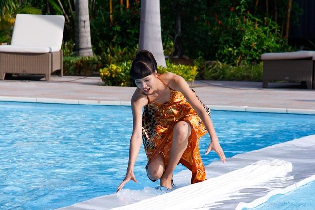 Tuyển tập những sàn catwalk kinh khủng nhất của Vietnams Next Top Model - Ảnh 10.