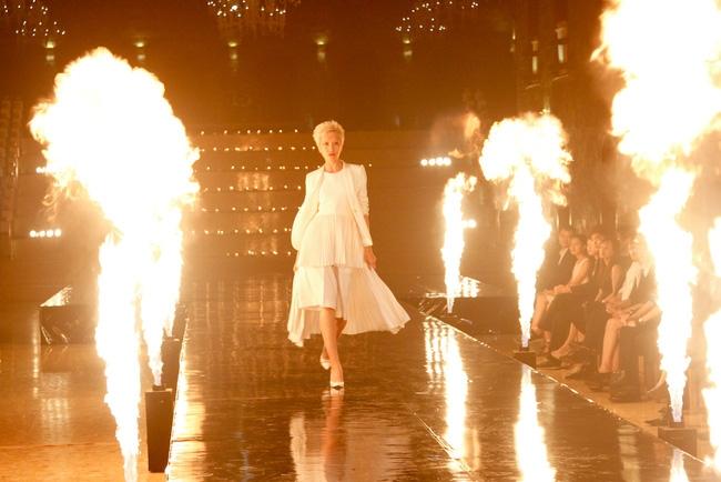 Tuyển tập những sàn catwalk kinh khủng nhất của Vietnams Next Top Model - Ảnh 13.