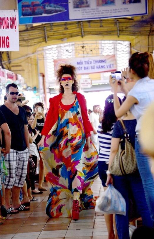 Tuyển tập những sàn catwalk kinh khủng nhất của Vietnams Next Top Model - Ảnh 17.