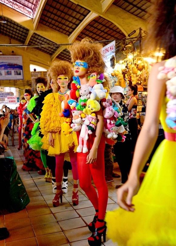 Tuyển tập những sàn catwalk kinh khủng nhất của Vietnams Next Top Model - Ảnh 18.
