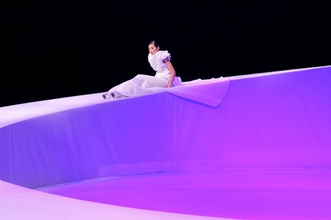 Tuyển tập những sàn catwalk kinh khủng nhất của Vietnams Next Top Model - Ảnh 21.
