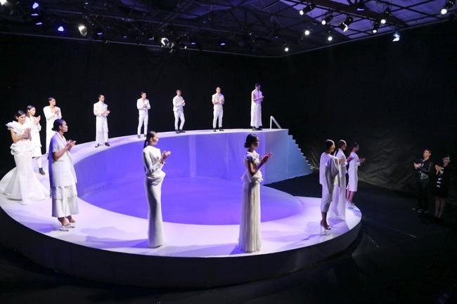 Tuyển tập những sàn catwalk kinh khủng nhất của Vietnams Next Top Model - Ảnh 22.