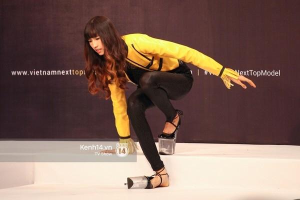 Tuyển tập những sàn catwalk kinh khủng nhất của Vietnams Next Top Model - Ảnh 23.