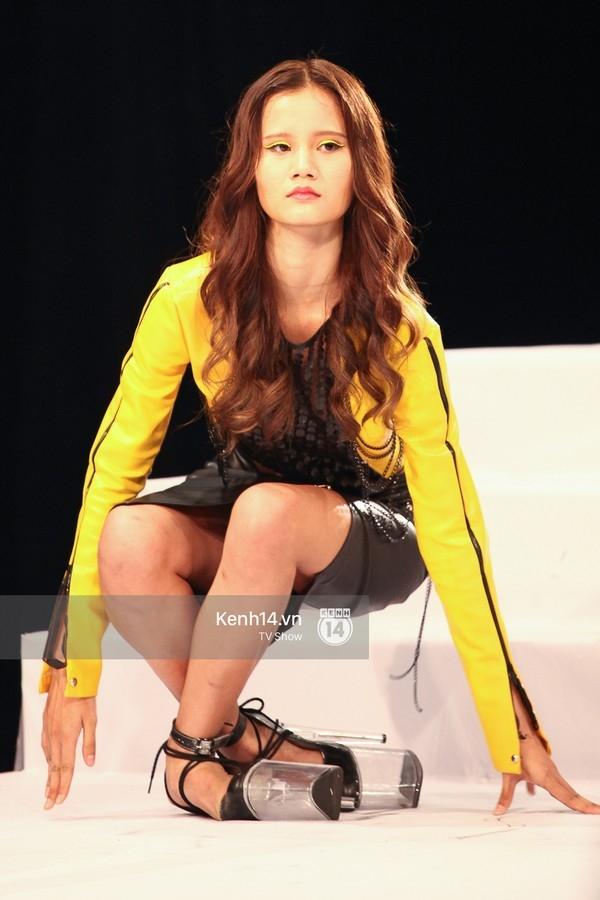 Tuyển tập những sàn catwalk kinh khủng nhất của Vietnams Next Top Model - Ảnh 25.