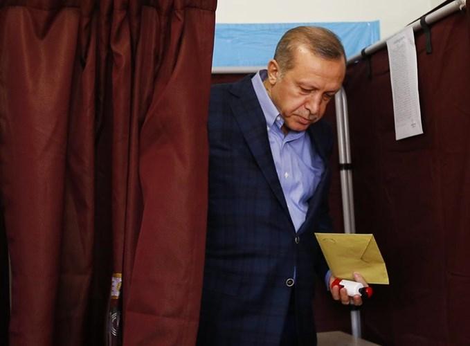 Con duong chinh tri cua Tong thong Erdogan qua anh-Hinh-4