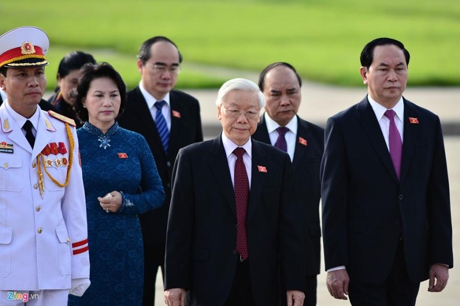 Dai bieu Quoc hoi khoa moi vieng lang Chu tich Ho Chi Minh hinh anh 6