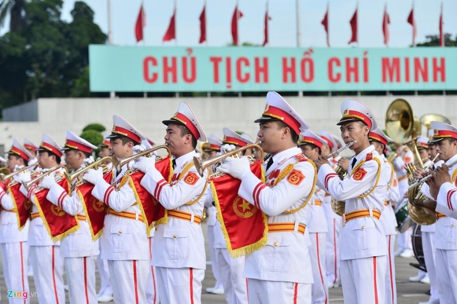 Dai bieu Quoc hoi khoa moi vieng lang Chu tich Ho Chi Minh hinh anh 8