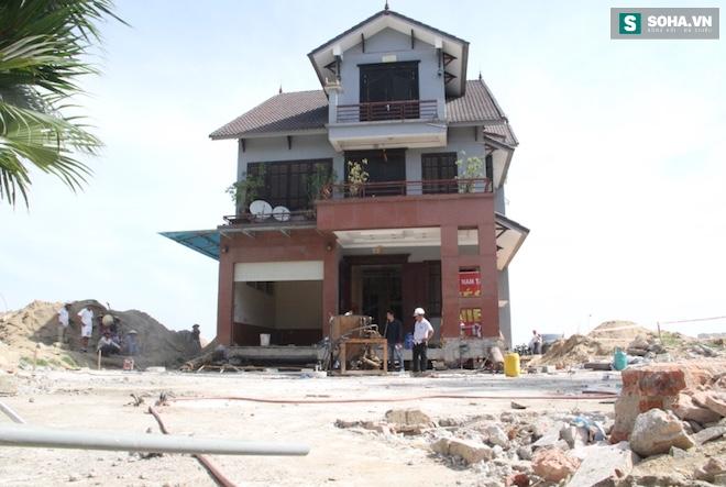 Quá trình di chuyển căn nhà nặng 800 tấn lùi xa 35m ở Nghệ An - Ảnh 2.