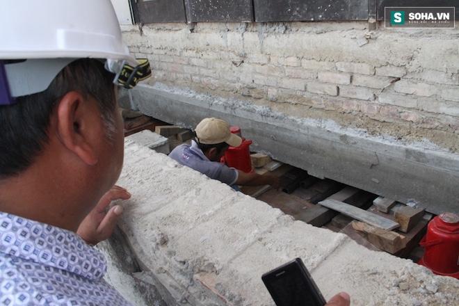 Quá trình di chuyển căn nhà nặng 800 tấn lùi xa 35m ở Nghệ An - Ảnh 3.