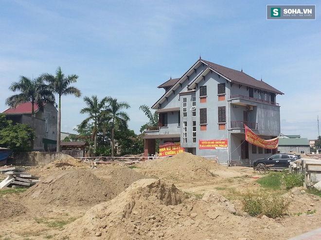 Quá trình di chuyển căn nhà nặng 800 tấn lùi xa 35m ở Nghệ An - Ảnh 6.