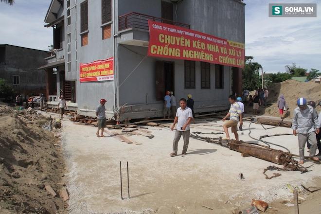 Quá trình di chuyển căn nhà nặng 800 tấn lùi xa 35m ở Nghệ An - Ảnh 9.