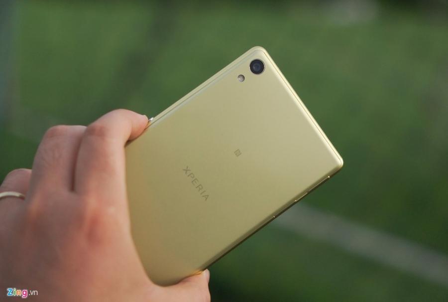 Sony Xperia XA Ultra - phablet dang dep, gia 9 trieu dong hinh anh 6