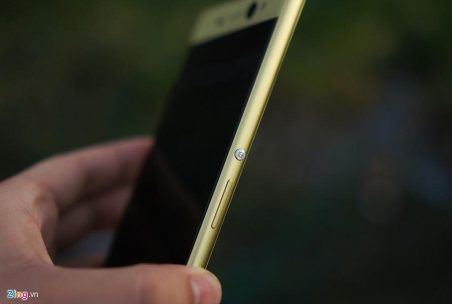 Sony Xperia XA Ultra - phablet dang dep, gia 9 trieu dong hinh anh 7
