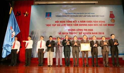 PVC đón nhận Huân chương Lao động hạng nhất ngày 21/11/2010 (Ảnh: PVC)