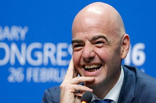 Nụ cười có còn nở trên môi Infantino sau hàng loạt rắc rối?