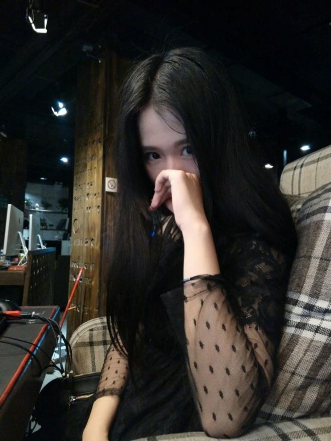 Dung nhan thật của nữ game thủ bị chụp trộm, đẹp hơn hotgirl - Ảnh 4.