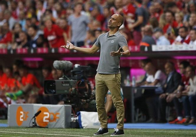 HLV Guardiola đã phải nhận thất bại trong trận đấu đầu tiên ở Man City /// Reuters