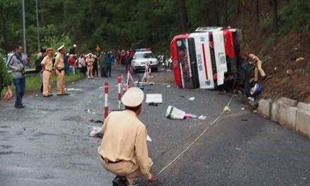 Chiếc xe do ông Quang điều khiển bị lật sau khi gây tai nạn thảm khốc.
