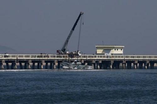 Thủy phi cơ đâm vào cầu, nhiều người tử vong - ảnh 4