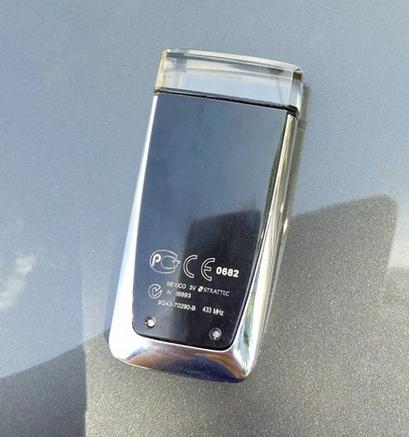 Chìa khóa trên Rapide S có thiết kế khá đẹp. Ảnh: Vinh Nguyễn.