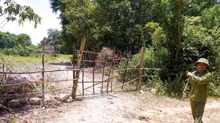 Nhà bà Nguyễn Thị Nguyệt đã dời đi vì không chịu nổi ô nhiễm. Ảnh: Sỹ Lực.
