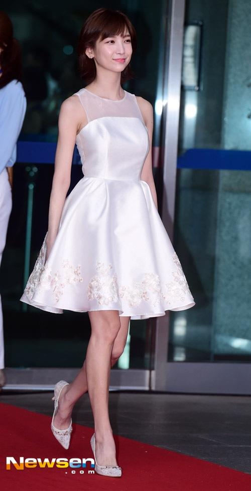 Dàn mỹ nhân Hàn đua sắc trên thảm đỏ với váy cắt xẻ