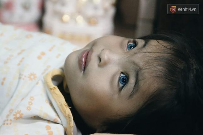 Đôi mắt màu xanh kỳ lạ của hai anh em câm điếc bán vé số nơi xóm nghèo Sài Gòn - Ảnh 4.