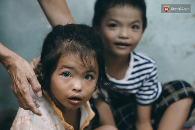 Đôi mắt màu xanh kỳ lạ của hai anh em câm điếc bán vé số nơi xóm nghèo Sài Gòn - Ảnh 5.
