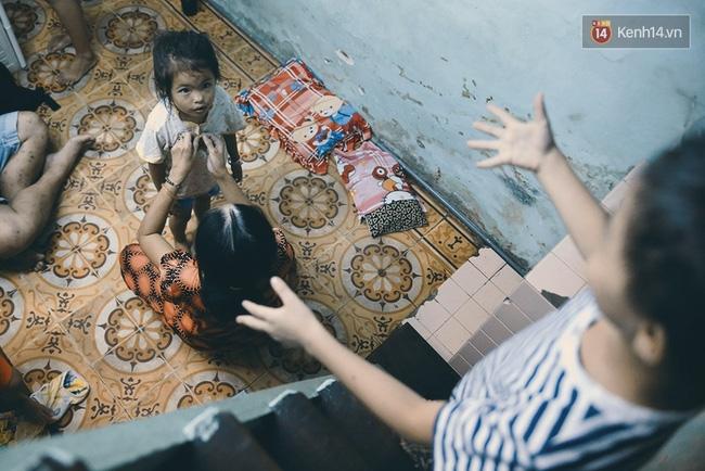 Đôi mắt màu xanh kỳ lạ của hai anh em câm điếc bán vé số nơi xóm nghèo Sài Gòn - Ảnh 11.