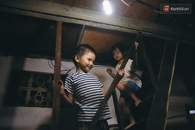 Đôi mắt màu xanh kỳ lạ của hai anh em câm điếc bán vé số nơi xóm nghèo Sài Gòn - Ảnh 16.