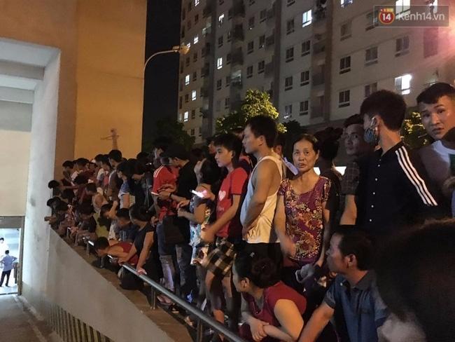 Hà Nội: Mâu thuẫn tình cảm, nam thanh niên dọa nhảy lầu tự sát từ tầng 16 - Ảnh 7.