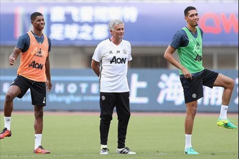Mourinho tap luyen cung hoc tro o Trung Quoc
