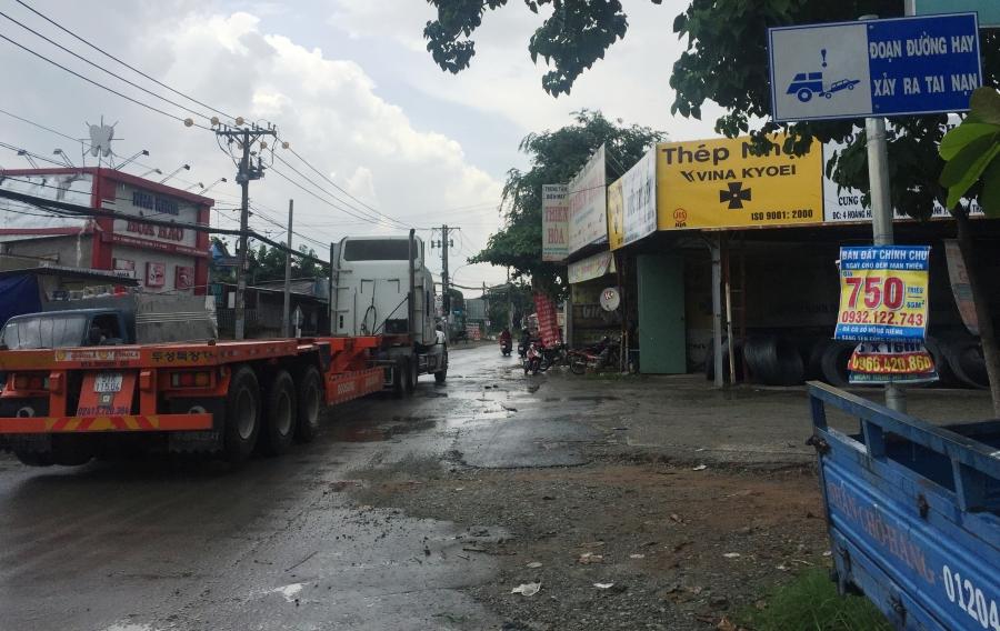 Tuyến đường Hoàng Hữu Nam kết nối 3 phường trên địa bàn quận 9, TPHCM thường xuyên xảy ra TNGT chết người vì lượng xe tải, container, xe bồn...lưu thông tấp nập.